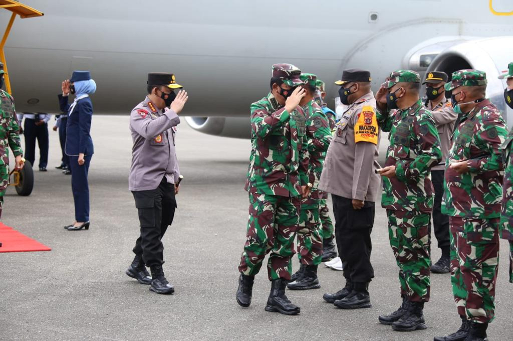 The TNI Commander and the National Police Chief Burn the Spirit of the Nemangkawi Task Force - POLRI's Public Relations Division