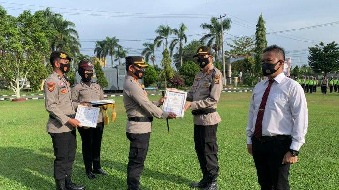 KAPOLRES OGAN ILIR GIVES APPRECIATION TO PERSONNEL WHO DISCOVERED THE CASE OF KILLING IN PEMULUTAN - POLRI PRIVATE VISION