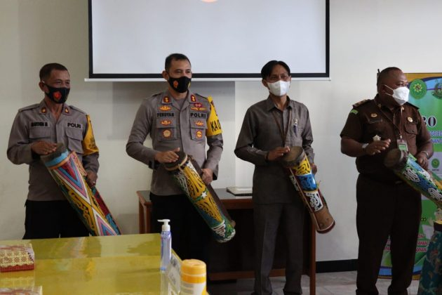 Kapolres Yapen Appreciates Launching SIPE3O at District Court Offices - POLRI PRIVATE DIVISION