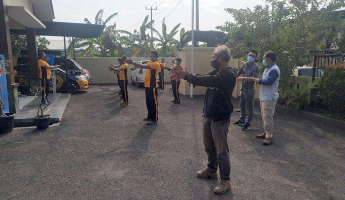 Maintain Fitness, Kapolsek Lemahwutut Ruitn Sports with personnel