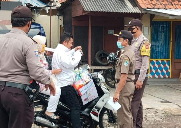 Majalengka Police Personnel Together with TNI and Satpol PP Continue to Conduct Yustisi Ops, Targeting Unmasked Residents
