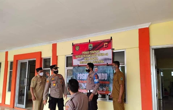 Monitoring the Development of the Situation, Majalengka Police Personnel Visits the Covid-19 Handling Command Post
