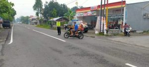 Polsek Selopuro Personnel Polres Blitar Carry out Morning Arrangements at a T-junction - POLRI PRIVATE DIVISION