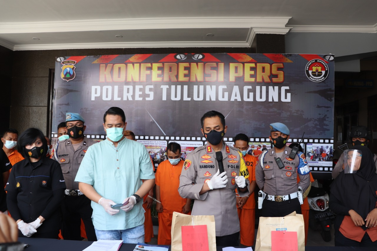 Press Conference at Polres Tulungagung, Involves Interpreters of Sign Language - POLRI's Public Relations Division