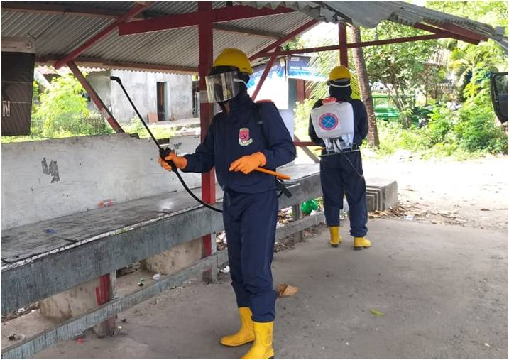 Pressing the Spread of Covid-19, Den Gegana Brimob Maluku Spray Disinfectants in a Number of Public Facilities - POLRI PRIVATE DIVISION