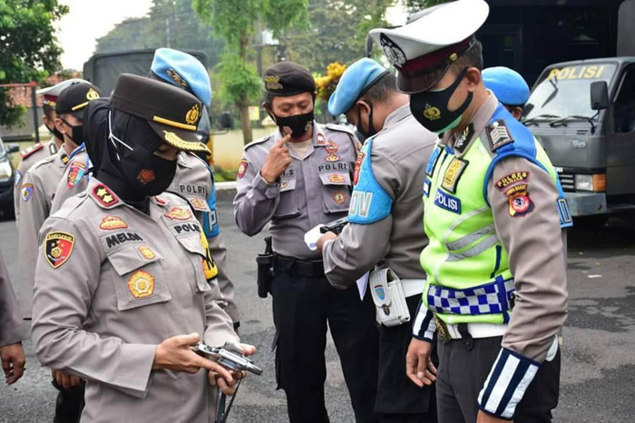 Senpi and Documents of Banjar Police Personnel Checked