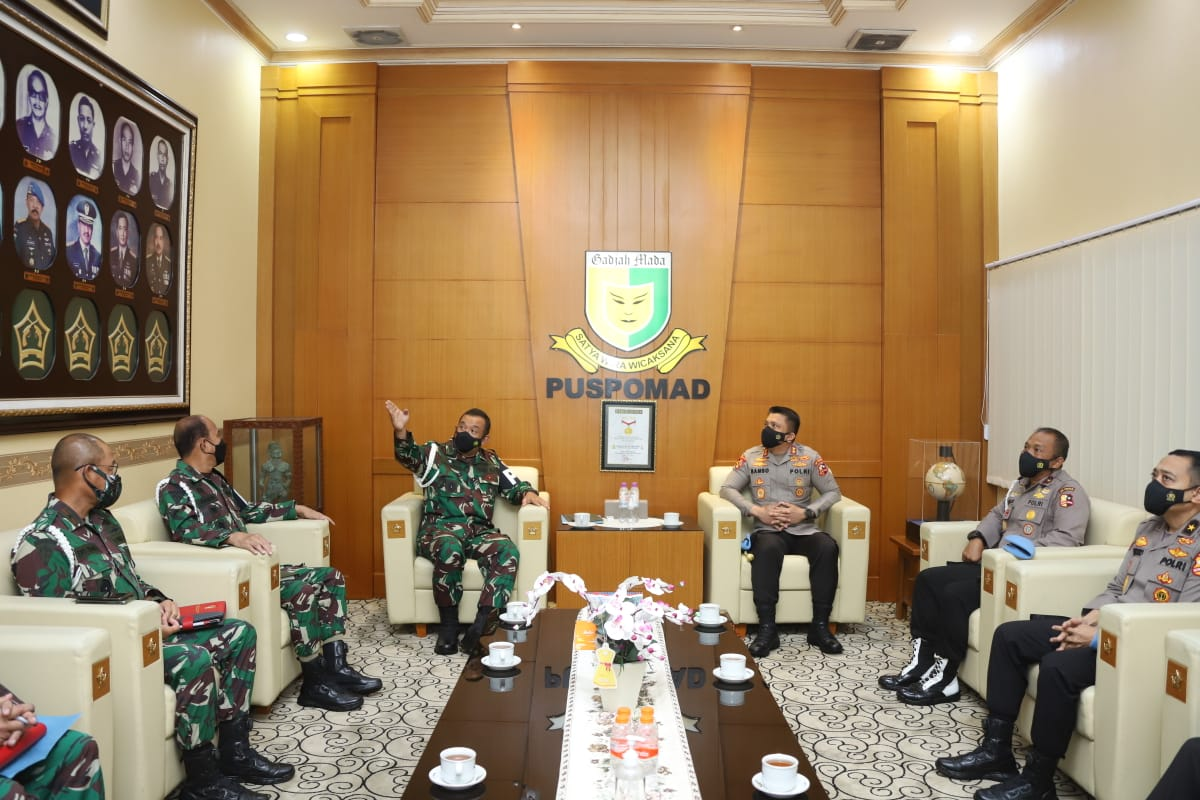 Strengthening Synergy in Enforcing Discipline of TNI-Polri Personnel, Head of Propam Police Headquarters Visits Danpuspom AD - POLRI PRIVATE DIVISION