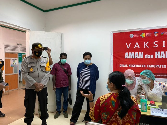 Successful Vaccination, Tolikara Police Attends the Opening of Phase I Vaccination for Health Workers - POLRI PRIVATE DIVISION