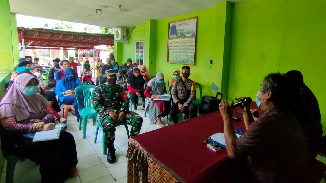 TNI-Polri together with Balla Ewako Team to monitor recess of DPRD members and urge the audience to adhere to health services - POLRI PRIVATE DIVISION