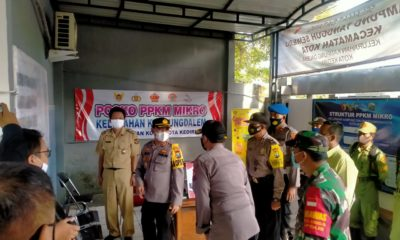 Together with the PPKM Post in Setono Gedong Village, the Kediri Police Chief Distributes Masks - POLRI PRIVATE VISION