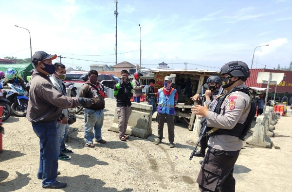 Visiting Traders, Nusa II Safe Ops Ban Task Force Urges Residents to Apply Prokes when Trading